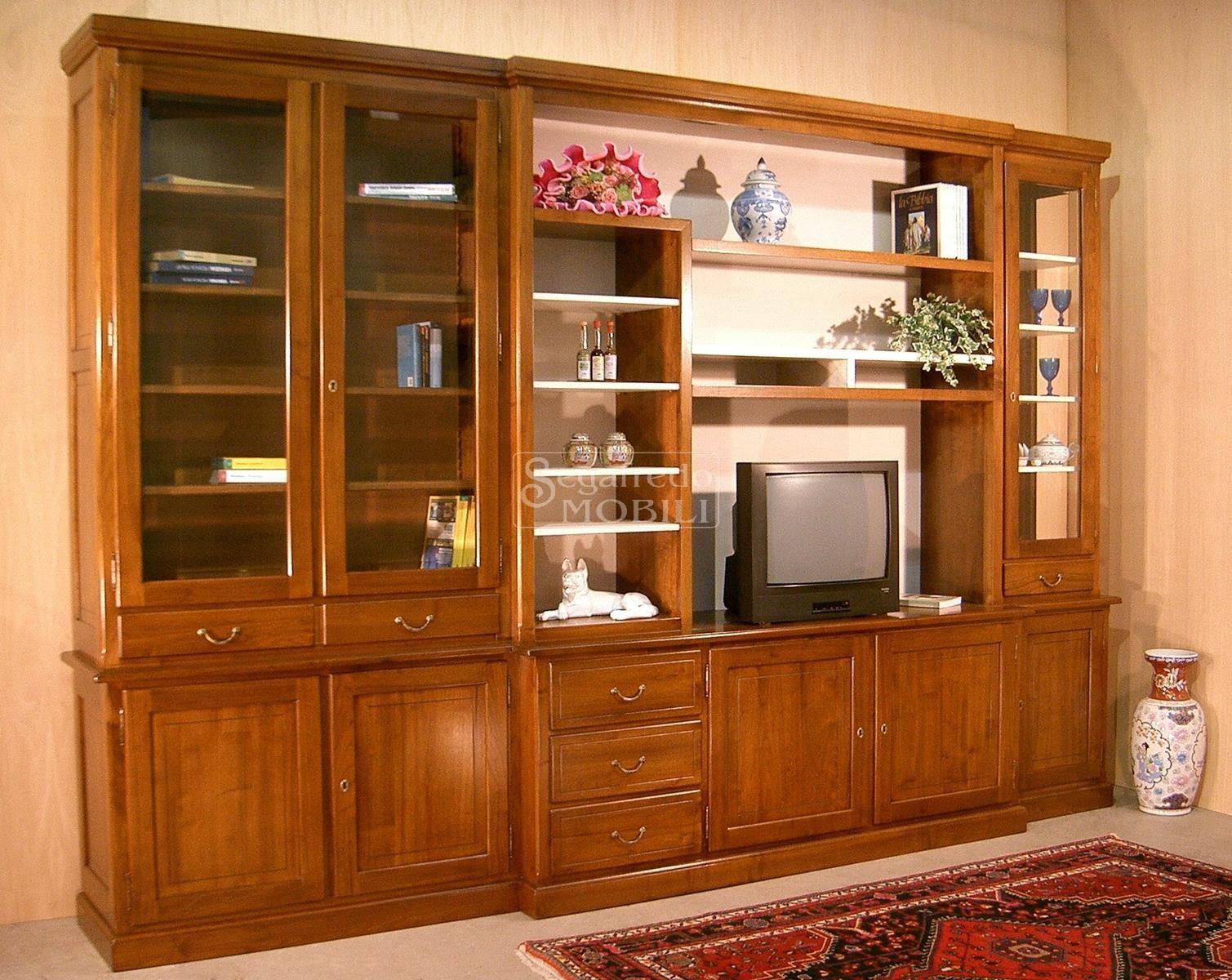 Mobile a parete su misura per il soggiorno in legno massello ...