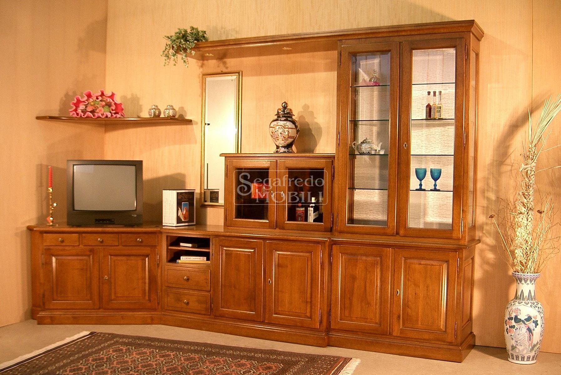 Mobile su misura per soggiorno in legno massiccio con disposizione