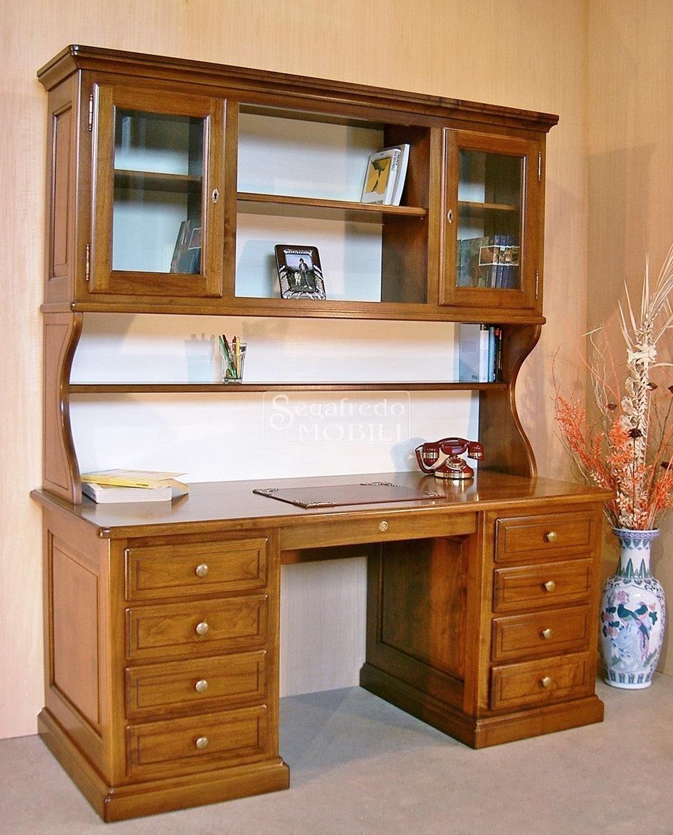 Scrivania in legno massello con alzata libreria for Scrivania legno