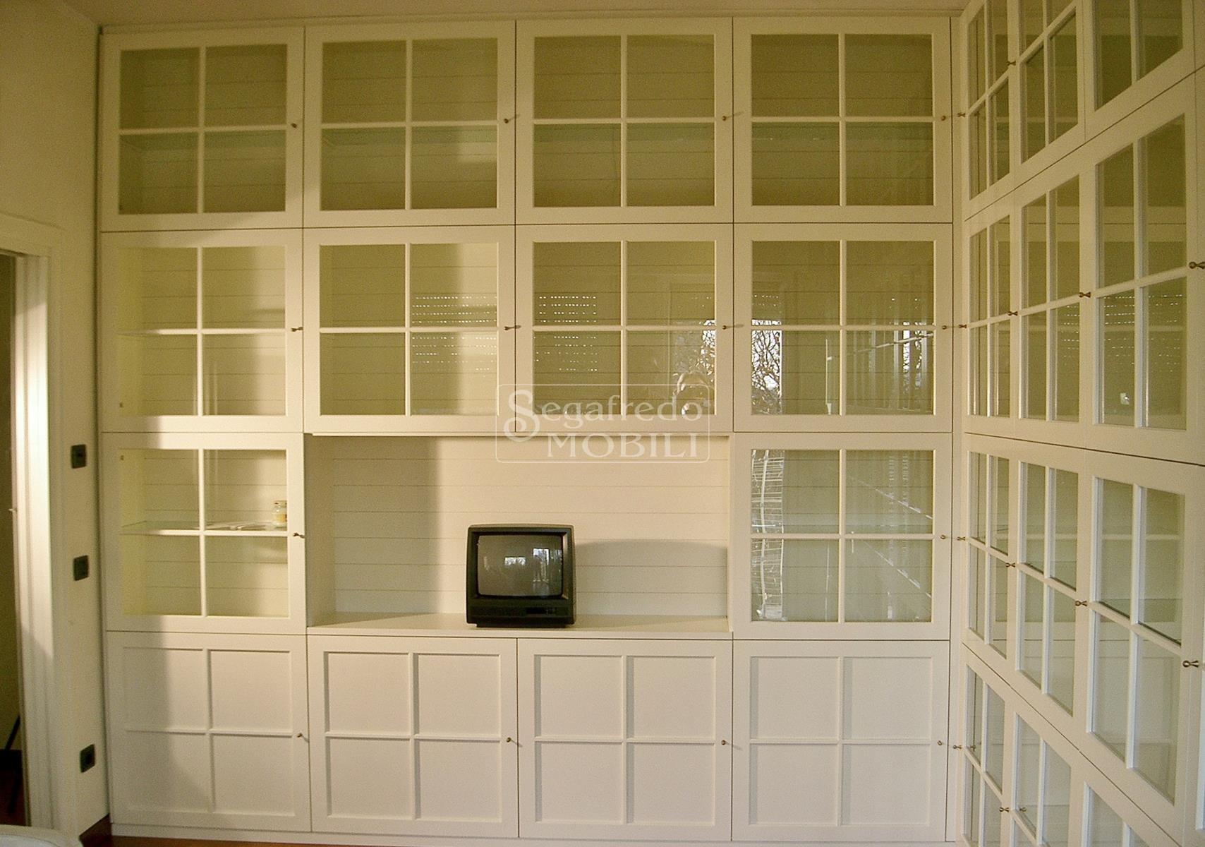 Libreria su misura a parete laccata - Mobilificio Segafredo Mobili ...