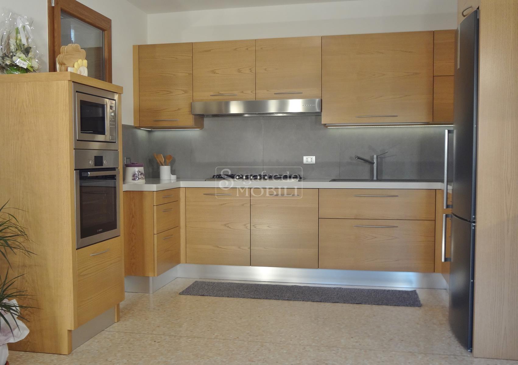 Cucina in Frassino tinto - Mobilificio Segafredo Mobili ...