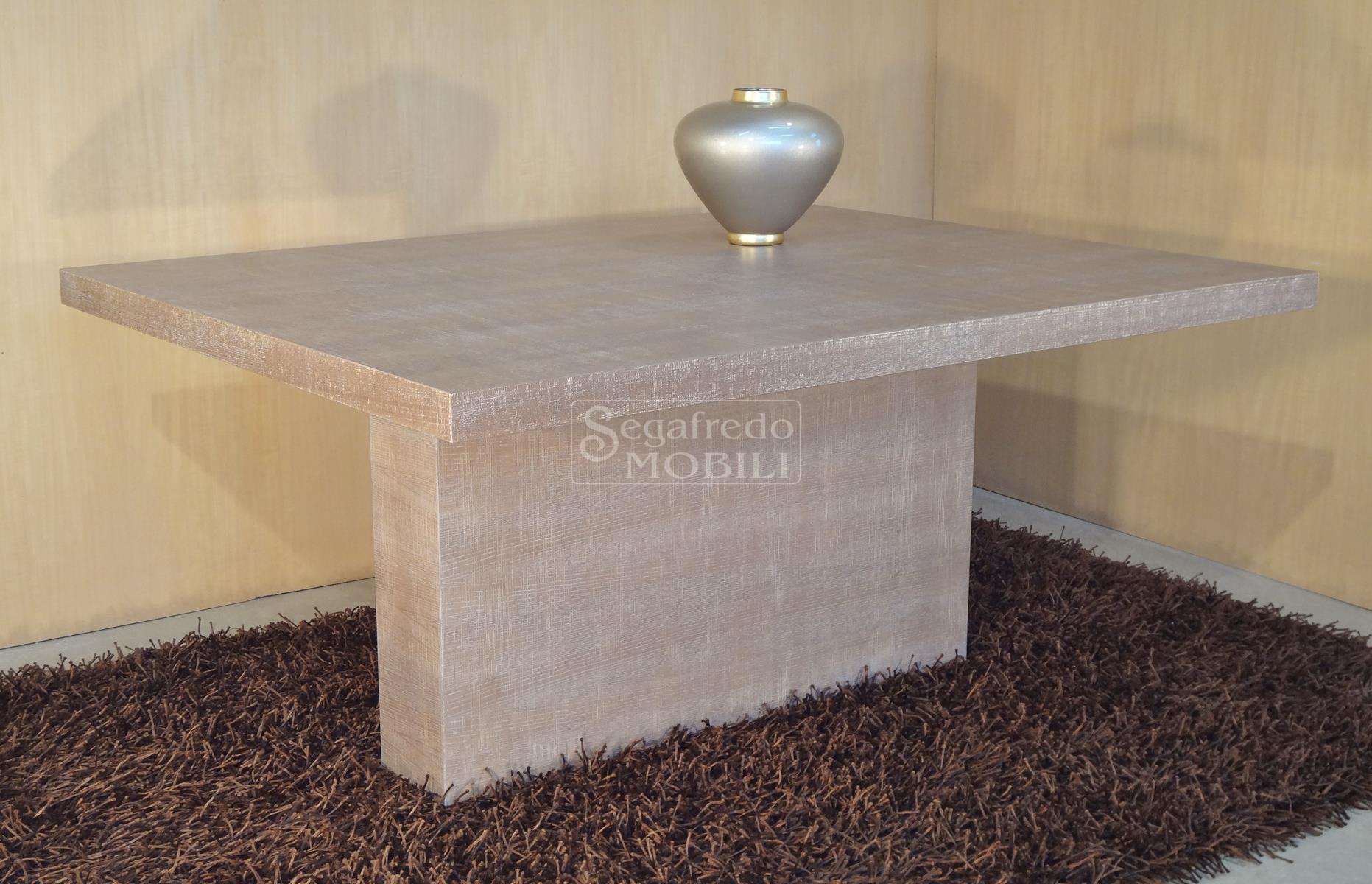 Proposta di tavolo moderno in legno di frassino graffiato for Tavolo legno frassino