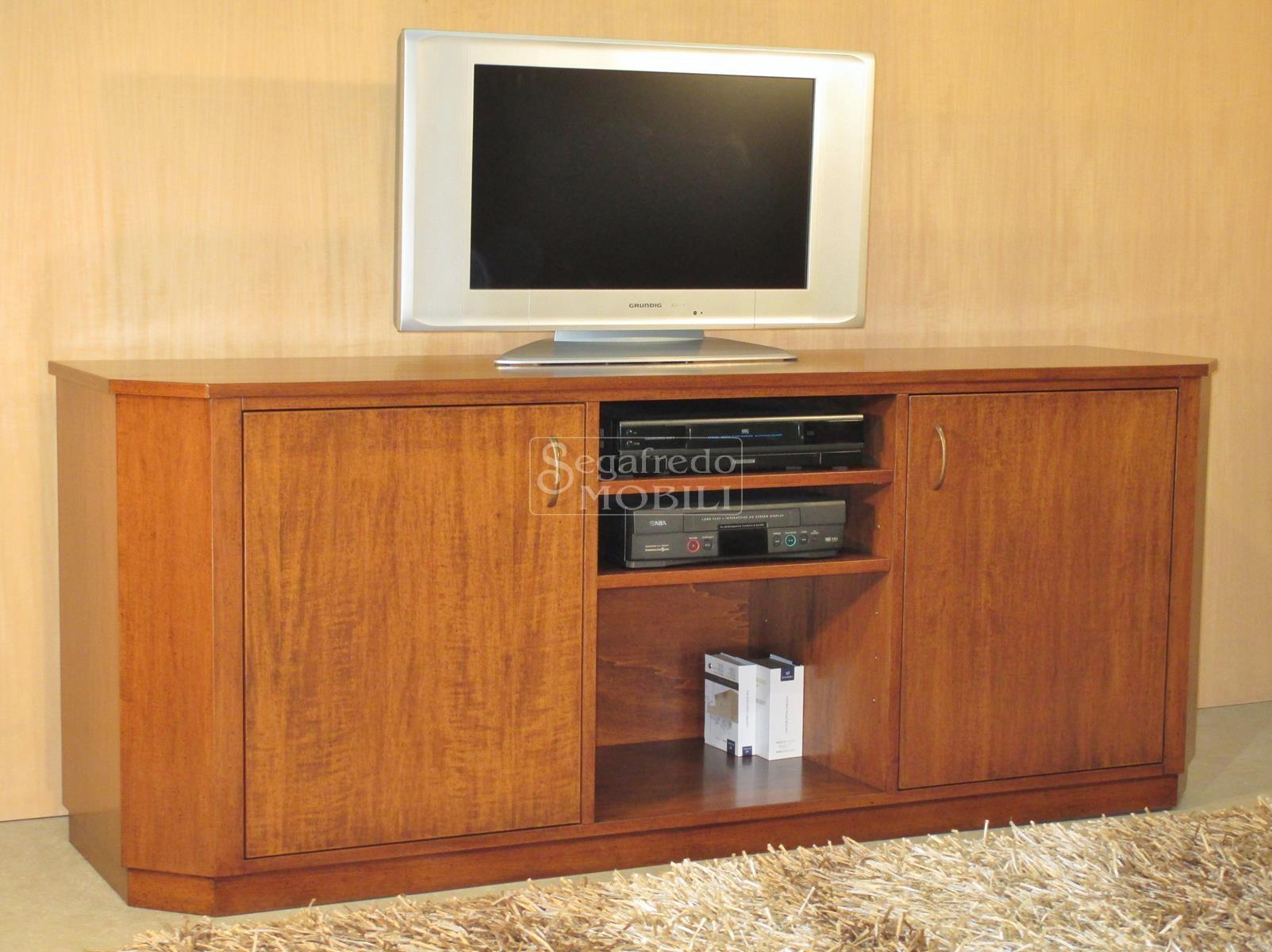 Credenza porta tv ed accessori in legno con pilastri sfaccettati ...