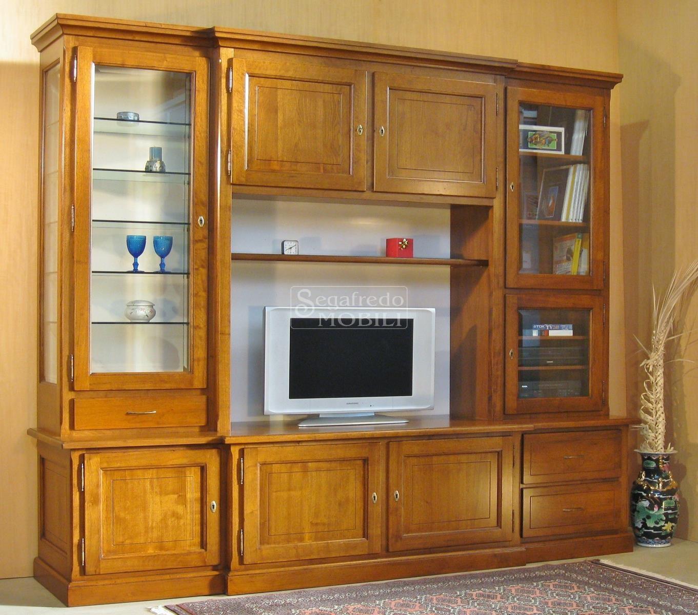 Mobile a parete su misura per soggiorno in legno massello - Mobili soggiorno legno massello ...